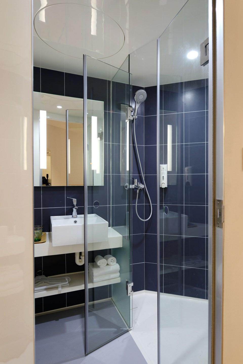 apartment, architecture, bath towels