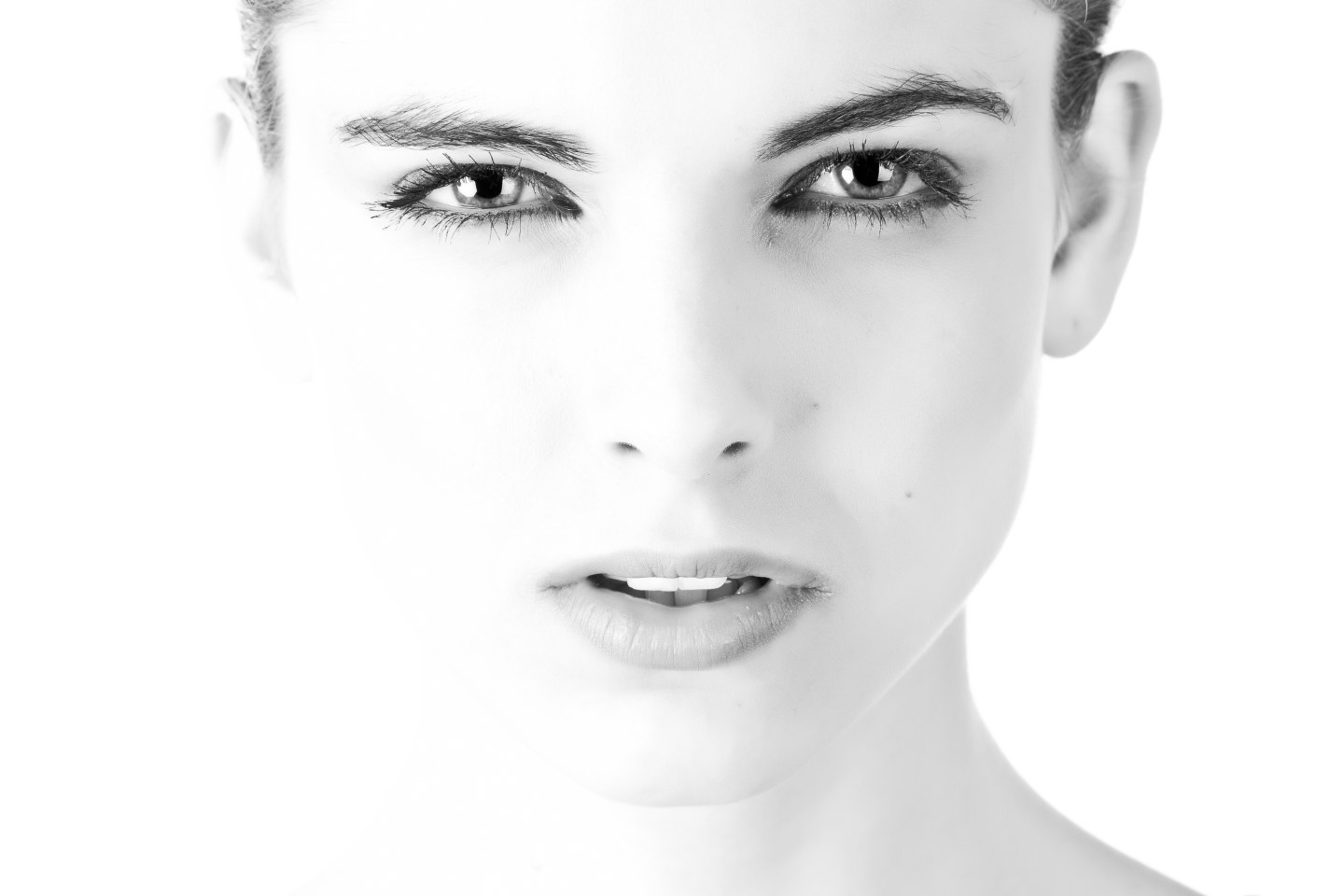 model face beautiful black and white 407035 - How To Get Younger Looking Skin