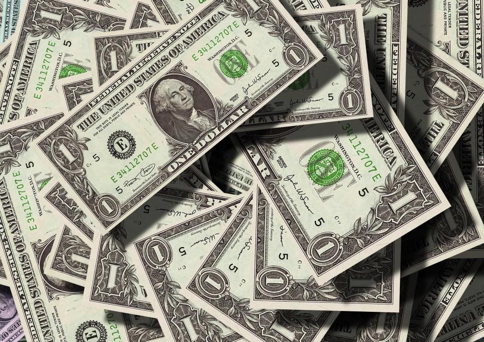 A pile of cash-falsh eyelash a profitable business (false eyelash a profitable business)
