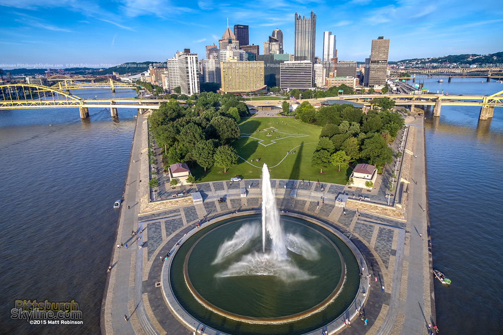 The fountain and downtown Pittsburgh aerial 2015