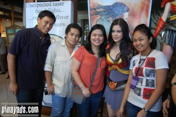 Bloggers with Shaina Magdayao during Dragonna Press Launch