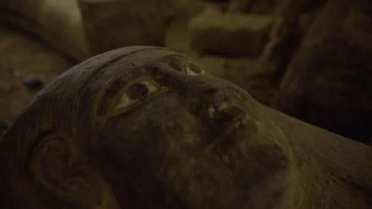 মিসরে একটি কূপের ভেতর রহস্যজনক এমন ১৩টি কফিনের সন্ধান মিলেছে