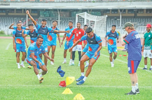 The episode of speed increase by dividing the players into two teams.  Coach Jamie Day himself laughed at the players.  A few days ago in practice at Bangabandhu Stadium