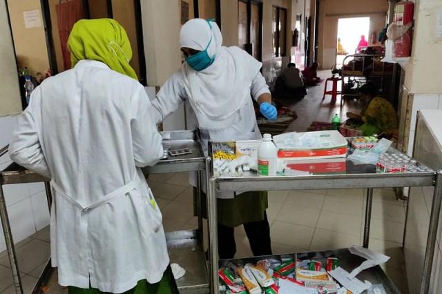 Nurses are working in the corona ward of Kushtia General Hospital.  June 3 morning