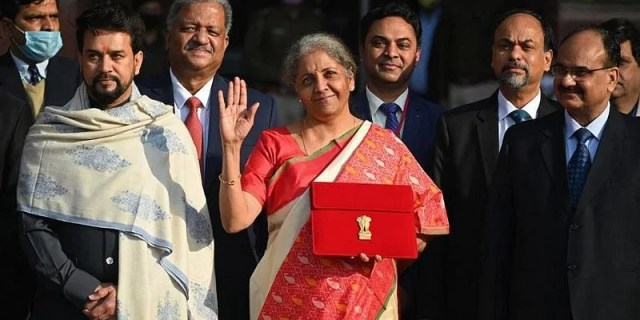 For the first time in India, Finance Minister Nirmala Sitharaman has presented a 'paperless budget'.