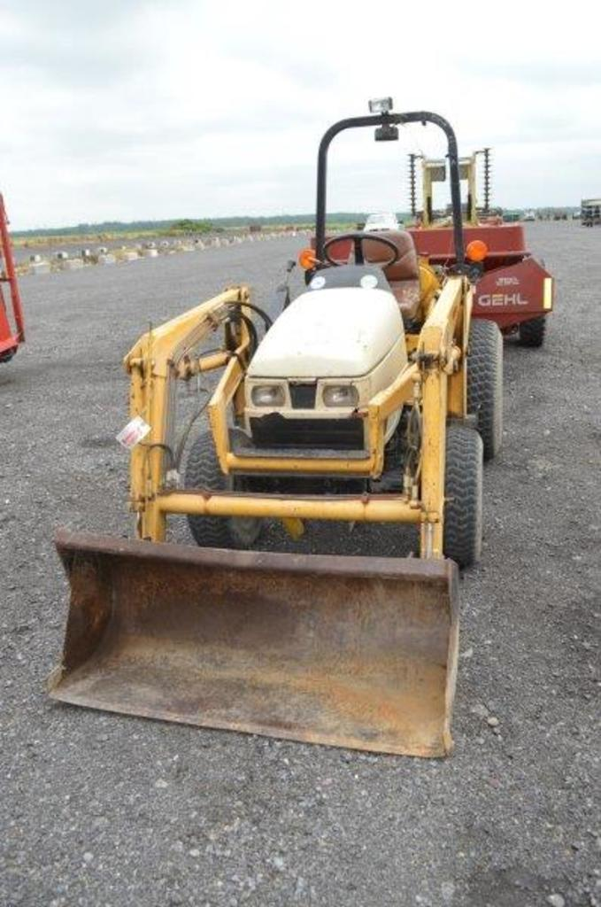 From replacement dashboards to gearboxes to batterys and clutches, you can find any part or spare for your cub cadet compact tractor. Cub Cadet 7194 Compact Tractor W L106 Loader W 48 Bucket 1 080 Hrs 3pt 540 Pto Hydraulics Farm Machinery Implements Tractors Online Auctions Proxibid