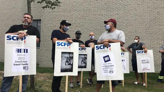 Les débardeurs du port de Montréal en grève générale illimitée