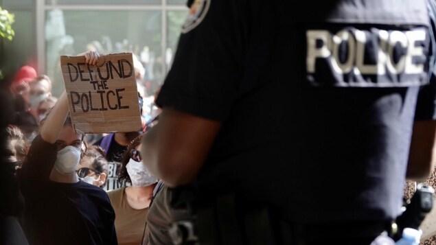 Les personnes noires surreprésentées dans les contacts avec la police de Toronto