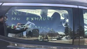 Des détenteurs de véhicules électriques protestent contre la nouvelle taxe de 150$