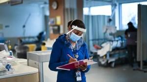 COVID-19 : des syndicats encouragent les travailleurs de la santé à se faire vacciner