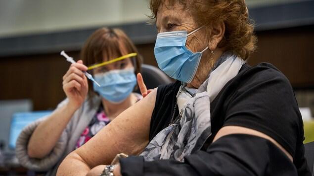 Les congés sans solde actuels devront suffire pour se faire vacciner en Alberta