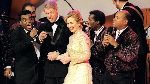 Bill Clinton et sa femme en compagnie des Isley Brothers