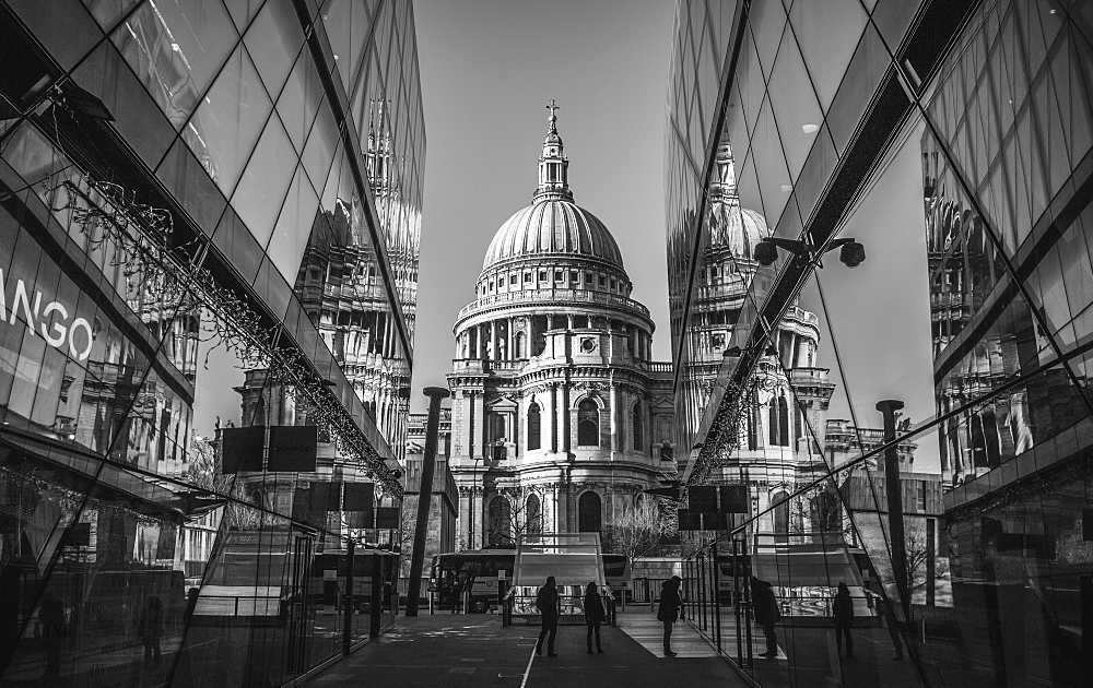 Black and white image of St Pauls Cathedral