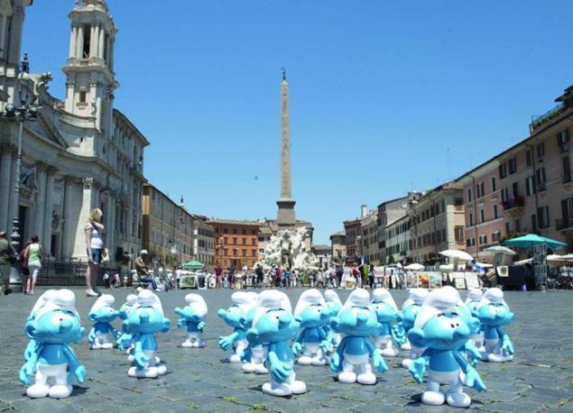 Arrivano I Puffi Roma Si Tinge Di Blu
