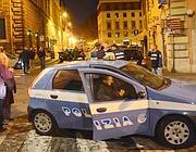 La polizia sul luogo dell' agguato in piazza Nicosia (foto Faraglia)