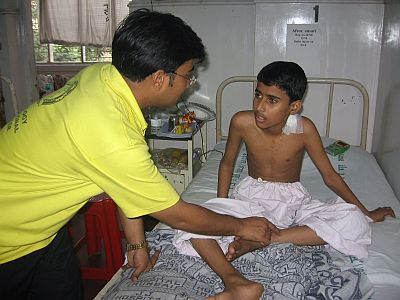 Helping a child injured in the terrorist attack
