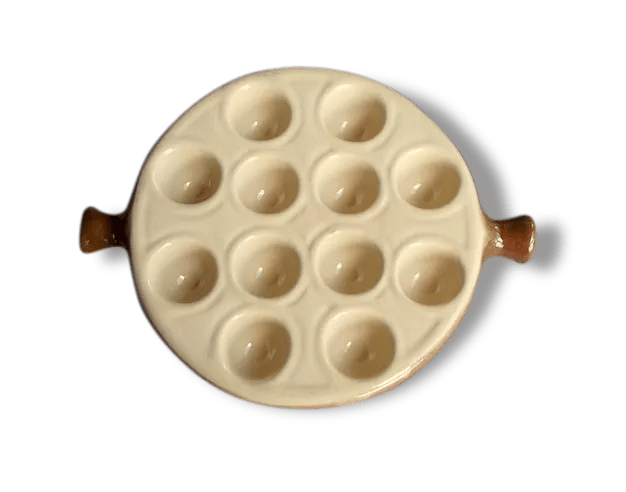 assiette a escargots en ceramique beige et marron plateau pour escargot la bourguignonne made in france decor rustique
