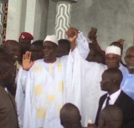 (07 Photos) Réconciliation : Macky Sall dépose Abdoulaye Wade jusqu'à sa maison.