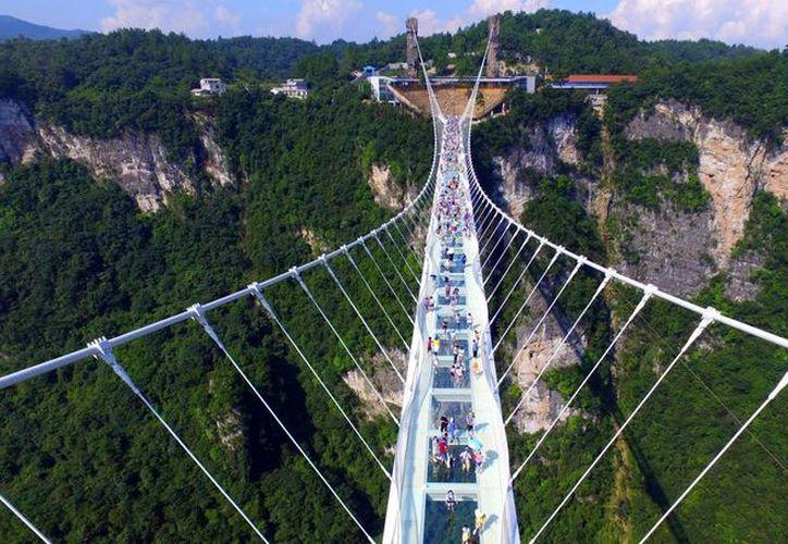 El puente tiene 488 metros de longitud, y está suspendida a 218 metros sobre un valle. (Foto: @SomosVallenatos)