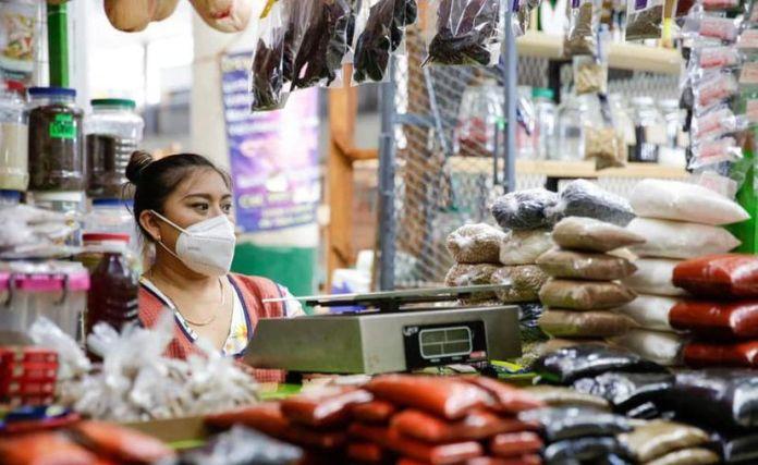 Las restricciones a la movilidad por el alza en los contagios de coronavirus, han afectado las ventas de los locatarios durante esta contingencia. (Novedades Yucatán)