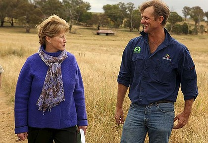 Greens Leader Christine Milne speaks with local farmer Scott Hickman during a visit to Marylebone farm in Cudal, where she spoke with local graziers.  Wednesday 18 April 2012.  Photo by Penny Bradfield.