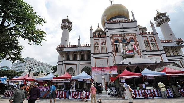 Vendors selling Muslim food during the month of Ramadan in front of the Sultan mosque in Singapore. Spending by Muslim tourists is growing fast.