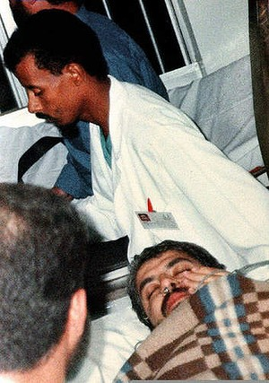 Khalid Mishal is rushed between hospitals in Amman, as King Hussein enlists the aid of President Bill Clinton to order Israel to provide an antidote to counter a poison injected into Mishal's ear by two Mossad agents who were captured by Mishal's bodyguard.