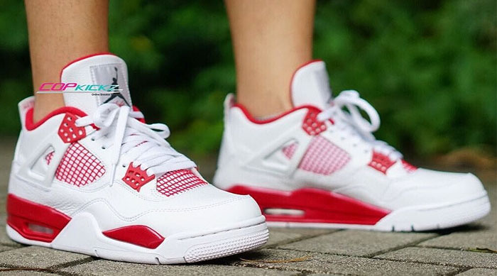 White Jordan Retro 1