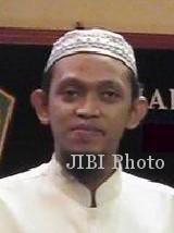 AR Sugeng Riyadi  pakarfisika@gmail.com   Pengasuh Pondok Pesantren Modern Islam Assalaam Sukoharjo