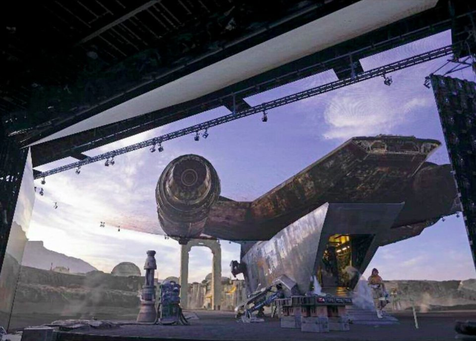 awesome-set-photos-from-the-mandalorian-shows-off-how-the-new-stagecraft-filmmaking-tech-is-utilized4.jpg