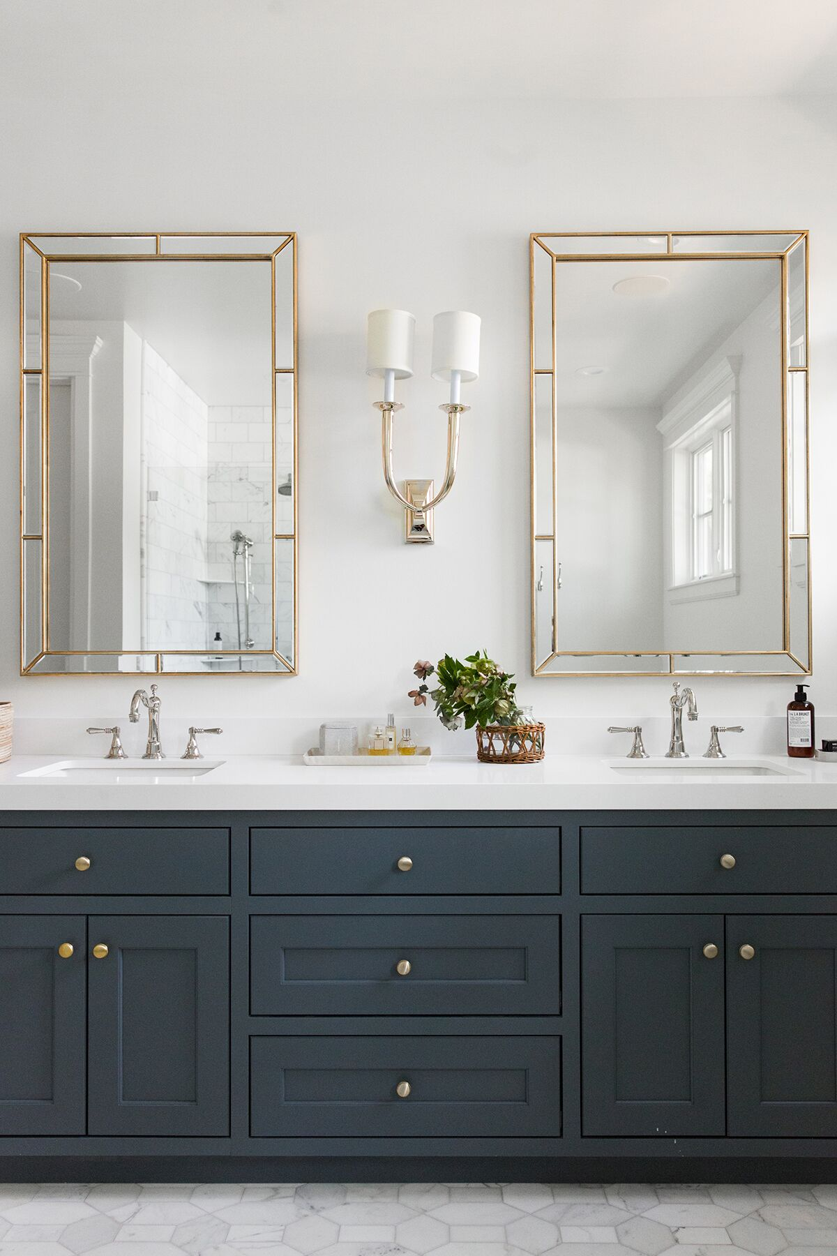 Light Mirror Combinations For Your Bathroom