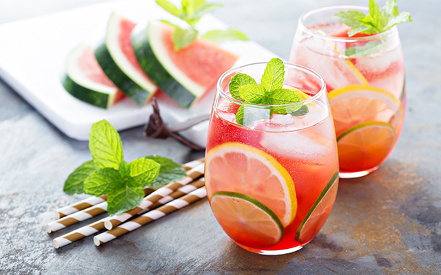 gin tonic cu pepene roșu