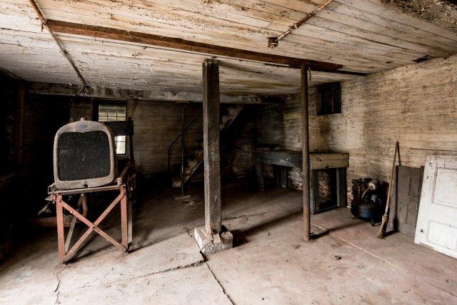 4 Interior Auburn NY Castle Home For Sale Auction Listings Real Estate Agent Broker Michael DeRosa .JPG