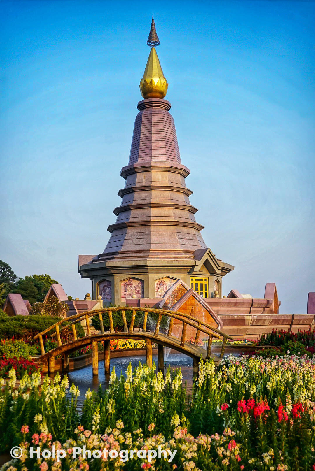 Great Holy Relics Pagodas at Doi Inthanon National Park