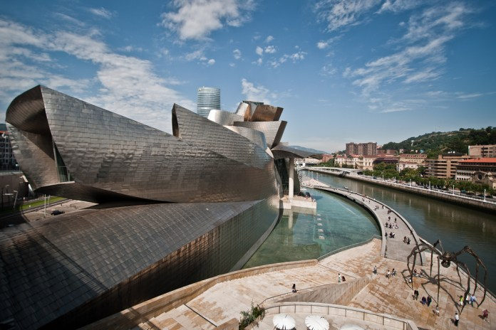 One of the most famous museums in Basque Country is the Guggenheim Museum. The museum exhibits modern and contemporary art and was built by the famous architect Frank Gehry. (Flickr/ Andrea Ciambra )