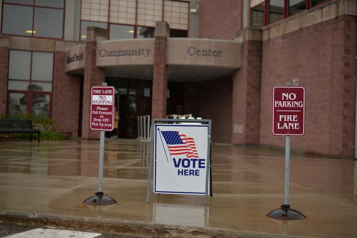 Students and Mansfield residents cast their votes at the Mansfield Community Center for the Connecticut primaries on Tuesday, April 26, 2016. (Amar Batra/Daily Campus)