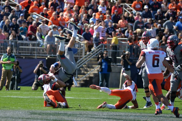 UConn fell to former big east rival Syracuse 31-24 at Rentschler Field on Saturday, Sept. 24, 2016. The team's record fell to 2-2 and they will taken on Houston this Thursday. (Amar Batra/The Daily Campus)