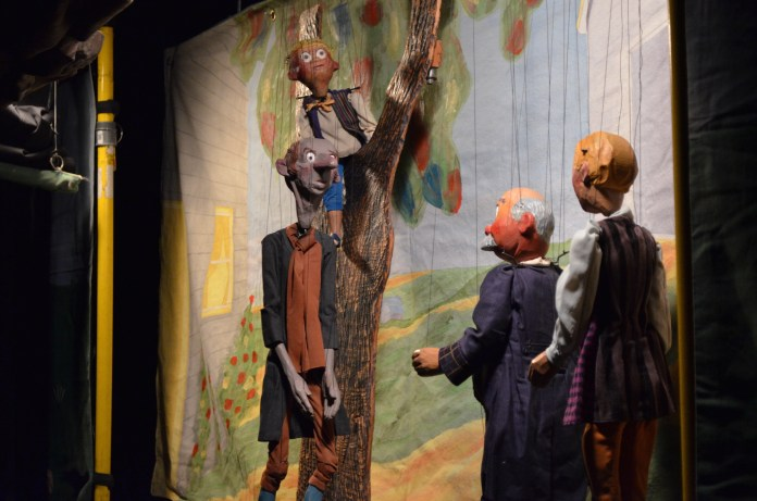 """The Stevens Puppets of Indiana presented Washingtonn Irving's """"The Legend of Sleepy Hollow"""" at the Ballard Institute on Sunday, October 2, 2016. (Akshara Thejaswi/The Daily Campus)"""