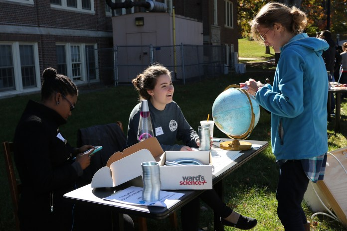 The first Earth Sciences Fair on Saturday, Oct. 15 was hosted by the geoscience department and held at Beach Hall. (Ruohan Li/The Daily Campus)