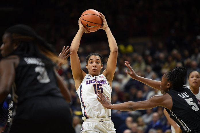 UConn forward Gabby Williams (15) looks to make a pass in the Huskies' 80-44 win over the UCF Knights on Tuesday, Jan. 9 at Gampel Pavilion in Storrs, Connecticut. (Charlotte Lao, Associate Photo Editor/The Daily Campus)