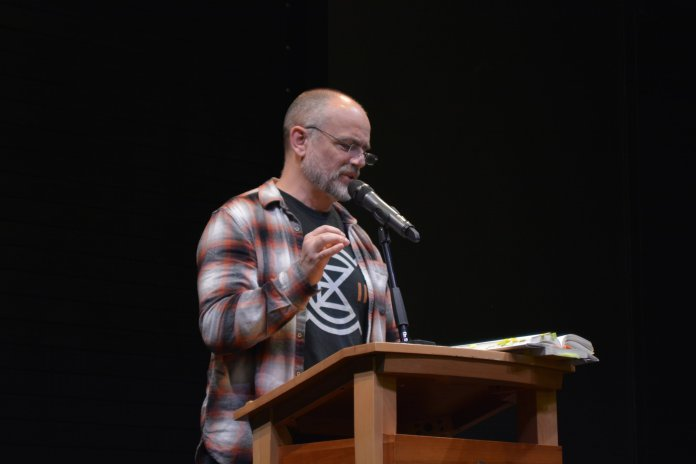 """Michael Perry, a freelance writer from a ranch on Wisconsin, talks about his most recent book """"Montaigne in Barn Boots"""" in the Storrs Center Barnes and Noble Wednesday evening. (Nick Hampton/The Daily Campus)"""