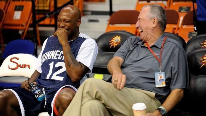 New UConn Basketball staffer Taliek Brown chops it up with Jim Calhoun at Calhoun's charity event at Mohegan Sun (John Woike/Hartford Courant)