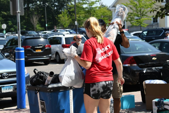There's a lot freshmen need to do on their own, but Husky Haulers are always there to help on move in day. (Charlotte Lao)