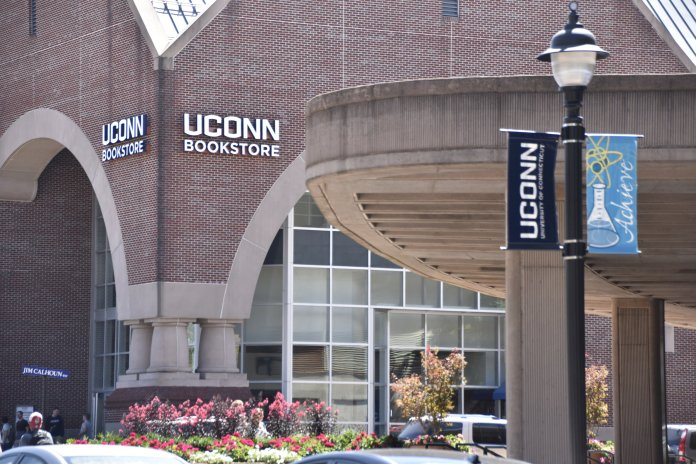 Seniors braved long lines and hour-long waits for t-shirts, senior buttons and other giveaways at the UConn Bookstore. (File photo/The Daily Campus)