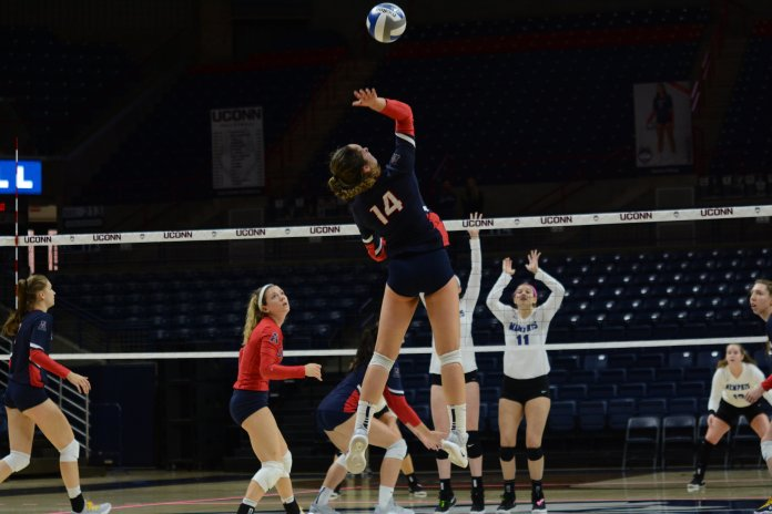 Caylee Parker returns the ball during a match against Memphis on Oct. 21, 2018 (Judah Singleton/ The Daily Campus)