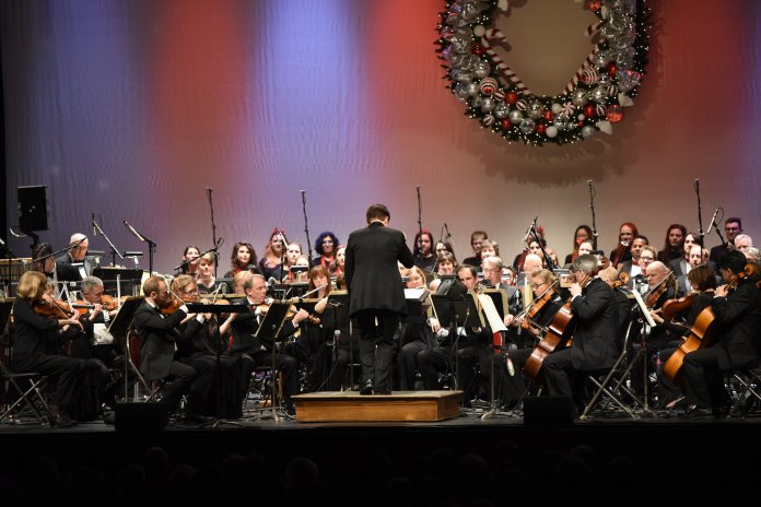 As a continuation of a 12-year tradition, the Boston Pops performed a number of holiday pieces for the University of Connecticut community. (Charlotte Lao/The Daily Campus)