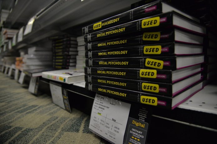 According to the Office of Student and Financial Aid Services at the University of Connecticut, the estimated annual cost of books and supplies for UConn students approaches $950. (File/The Daily Campus)