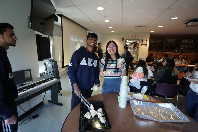 ASACC hosts a small gathering at Student Union providing samosas and chai tea. During the meeting students also talked about the danger of vaping.  Photo by Eric Yang / The Daily Campus.
