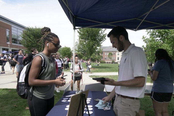 UConn students enjoyed food and lawn games as the Undergraduate Student Government welcomed back the student body back onto campus with a Welcome Back BBQ.  Photo by Eric Wang / The Daily Campus