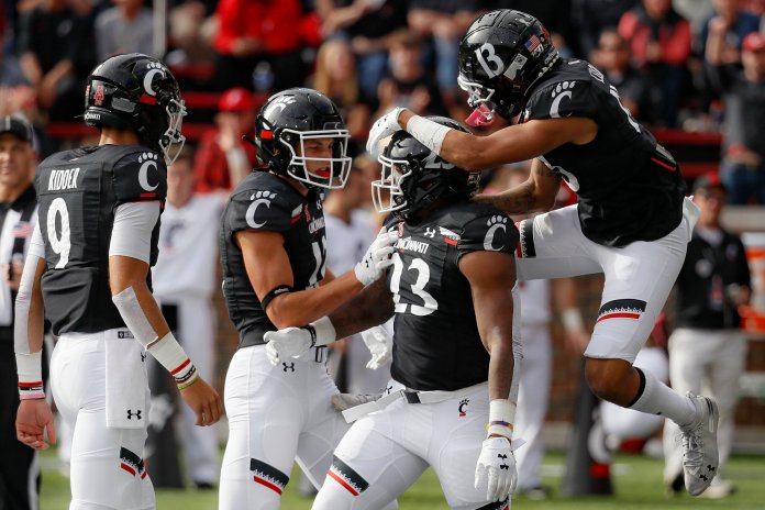 No. 21 Cincinnati added another win against conference rival Tulsa, moving to 6-1 on the season.  Photo from the Associated Press.